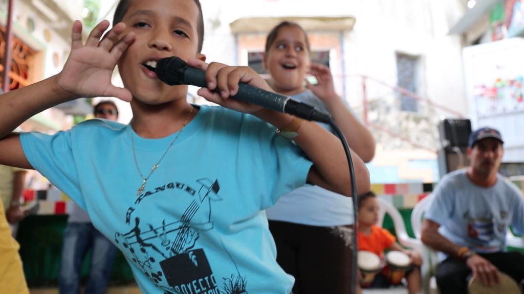 Muraleando Community Center Performance